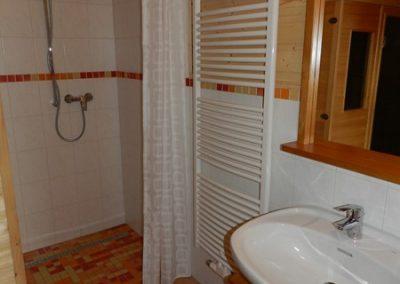 Bad mit begehbarer Dusche