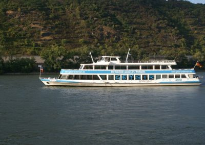 Geysirschiff bei Andernach am Rhein